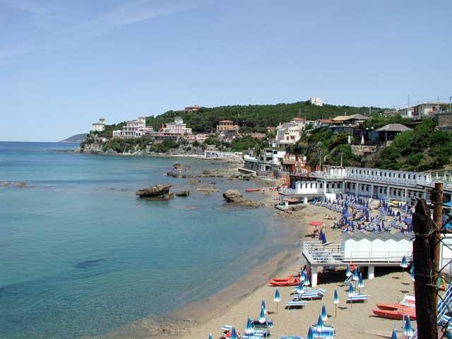 Vacanza al mare vicino castiglioncello al mare in toscana for Casa costa costo area della baia
